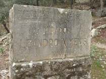 Stone marker indicating the start of the rough track to the mirador